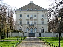 220px-Schloss_Mickeln,_Düsseldorf (1)